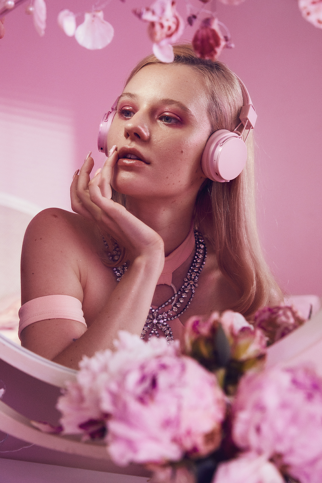 Urbanears_Pink_collection_by_Arvida_Bystrom_Plattan2Bluetooth_01